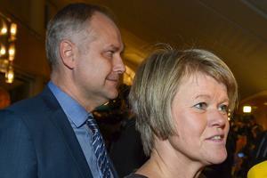 Vänsterpartisterna Jonas Sjöstedt och Ulla Andersson vill se ett förstatligande av svenska företag. Foto: Janerik Henriksson, TT