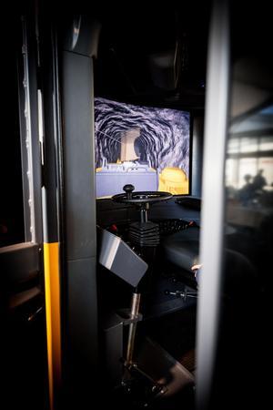 Med ett steg förflyttar du dig 1250 meter ner under marknivå. I en av simulatorerna kunde fick man testa på att köra borrigg nere i gruvan.