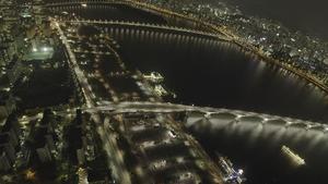 Larui Astalas utställning består av videoverk från New York och Seoul.