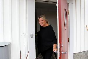Den 15 juli flyttar gästarbetarna till bygget av Microsoft datacenter in på övervåningen i Ulrica Westlunds Södertulls-villa.