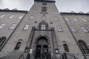 De tre kvinnorna kan fram till 1 januari driva att den friande domen mot Eskil Erlandsson ska överklagas till hovrätten. Foto: Magnus Hjalmarson Neideman, TT.