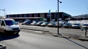 Kommunen har lagt ner drygt 30 miljoner på Norra depån. Nu krävs det mellan 10 och 15 nya miljoner för att åtgärda arbetsmiljöproblemen.