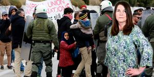 Flyktingar på Lesbos protesterar mot omänskliga förhållanden i de läger där de hålls kvar. Foto: Manolis Lagoutaris