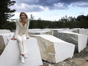 Efter flytten till Örebro arbetar Therése Larsson i skolvärlden, som fritidspedagog.