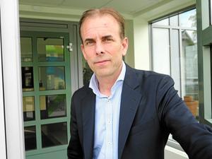 Regiondirektör Johan Färnstrand tar själv tillfälligt över som kommunikationsdirektör.