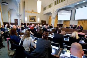 Örebro förtroendevalda politiker under ett fullmäktigemöte i Rådhuset.