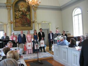 Samtliga medverkande efter konserten. Stefan Olmårs  till höger vid pulpeten. Läsarbild: Christina Berg-Tylöskog.