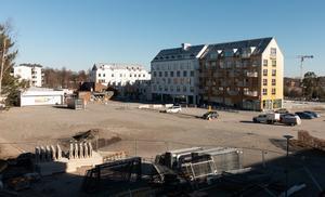 Nykvarns centrum är under ombyggnad. Just nu finns en stor öde plats att beskåda. Foto: Jan Manker