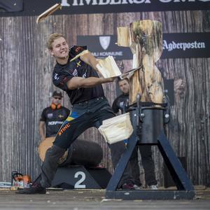 Emil Hansson, från Bergkarlås, vann NM för rookies i Timbersports. Foto: Privat.
