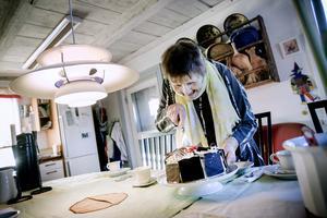 Den 5 januari 2019 fyller konstnären och Hälleforsprofilen Gerd Göran 100 år. Inför den stora dagen åkte NA dit med en schwarzwaldtårta.