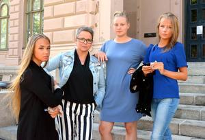 Alva Göransson, Tess Larsson och Emma Wiklund, är besvikna över att projektet riktat mot gymnasieelever med psykisk ohälsa avslutas. Anneli Näsberg, specialpedagog och medielärare, tycker också att det behövs mer stöd, inte mindre.