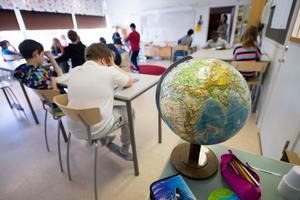 Svenska kolelever har rätt att välja en annan skola än den som är närmast på kartan. Foto: Fredrik Sandberg/TT