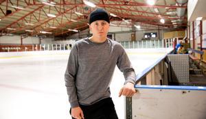 Avesta BK:s Axel Eriksson hoppas att stödet från läktaren kan hjälpa Dalarna i TV-pucken.
