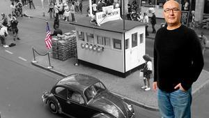 Många spiondramer har utspelat sig vid gränsövergången Checkpoint Charlie Öst- och Västberlin. Den stod mellan Berlins amerikanska och sovjetiska sektor. Charlie motsvarar tredje bokstaven och Checkpoint Charlie är således den tredje övergången efter Checkpoint Alpha (vid staden Helmstedt) och Checkpoint Bravo (vid Dreilinden).