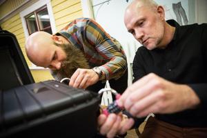 Oskar Sergel från Hackås och Jonathan Pettersson från Frösön tvingar kollegor ur sina vanliga roller för att kämpa mot klockan.