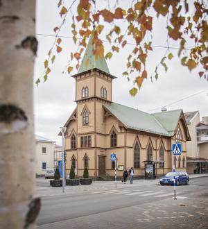 Att hålla konserter i träkyrkan kostar lite mer men är viktigt för kulturhusets helhet, att kunna tilltala alla, tycker Emil Westberg.
