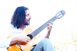 Cem har spelat gitarr sedan han var tretton år. Bild: Ercan Koçman