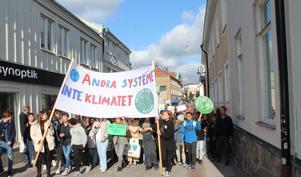 Drygt 500 medborgare i vår kommun Norrtälje demonstrerade 27 september i fjol tillsammans med hundratusentals människor världen över. Vi demonstrerade för klimatet och för en hållbar framtid, skriver företrädare för Roslagens Naturskyddsförening och Klimatgruppen Norrtälje.