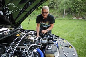 Motorrummet på Kjell Mattssons Ford Mustang från 2005 lämnar inte något åt slumpen. Varje komponent är smord och servad in i minsta detalj.