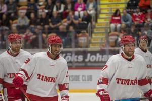 David Westlund, Jeremy Boyce och Johan Lindholm efter ett av målen i matchen.