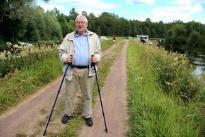 Bertil Jansson i Mora minns kristiden väl och berättar om hur han som liten grabb varje morgon var vid klappbryggan och hjälpte sin morfar fiska för att inte svälta.