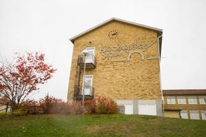 Skolköket på Klockarbergsskolan i Skinnskatteberg har flera brister som måste åtgärdas.