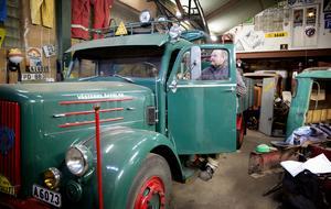 Den gröna Scania VabisenF blev klar lagom till Scanias 100-årsjubileum 1991 och den första upplagan av Tunga rallyt i Södertälje. Årsmodellen är från 1957.
