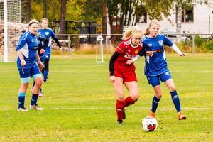 Elin Busk och hennes lagkompisar kämpade och slet, hade mycket boll men lyckades inte göra mål.