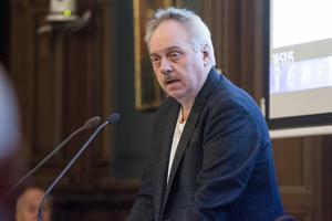 Vägarna kommer inte att kunna underhållas tillräckligt. Detta är naturligtvis inte bra, men det är Alliansens politik och budget som gäller fram till nästa val, skriver John Staffas (S), ledamot i kultur- och samhällsservicenämnden i Söderhamn.
