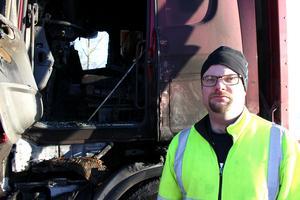 Den 24 februari började det plötsligt brinna i hytten när Per Karlsson kom körande på riksväg 66 med sin långtradare. Denna brand var ett av 255 larm som Smedjebackens räddningstjänst åkte ut på under 2017.