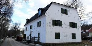 Vita magasinet på Herrgårdsvägen 5 såldes för 950 000 kronor.
