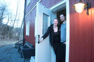 Josephine Hellberg och Max Lestander var de första som flyttade till det nya villakvarteret i Spångbro i Sorunda.