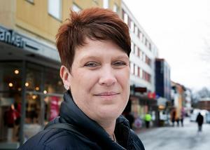 Maria Strömkvist (S) välkomnar att sakpolitiken förts in i regeringsbildningsarbetet.