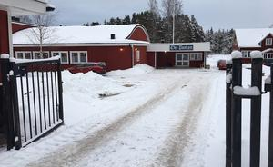 Utställarna i Oreparken är ett 20-tal och kommer från hela landet, denna gång även från Norge. För att kunna frakta moduler, ställningar och teknik till Furudal krävdes en lastbil och tre släpvagnar.