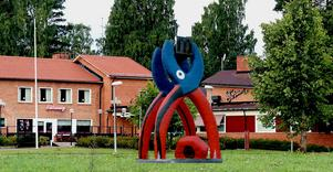 Fotomontaget av Bengt Lindströms skulptur Tången utanför Folkets hus i Ljungaverk har kommit ett steg närmare att bli verklighet.