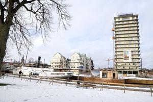 Den lite svalare bostadskonjunkturen tycks inte ha fått några stora konsekvenser för Norrtälje Hamn-projektet. Det är bra, med tanke på den risk projektet utgör för Norrtälje kommuns ekonomi.