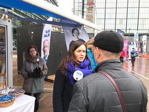 Sofuia Borgarsdottir Sandelin kandiderar till riksdagen för Svenska Folkpartiet. Inslaget av personval är starkare i Finland än i Sverige.