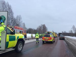 Trafikolycka på riksväg 70 i Mora, vid rondellen vid Max och Biltema.