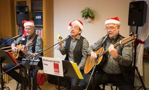 Trio Fobi med fr v Sven-Erik Borg, Kaare Andersson och Hasse Karlin underhöll med julmusik.