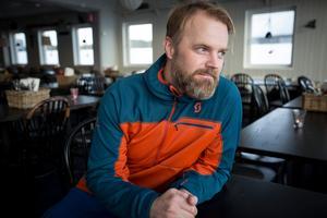 """""""Hon röntgades i går (torsdag) och vad jag vet ska inget vara brutet så det ska inte vara någon fara på något sätt. Men hon har förstås jätteont"""", säger Andreas Larsson."""