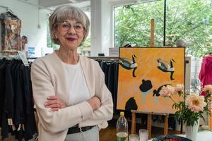 Bia Hellström, som nyligen ställde ut på prestigefylla Liljevalchs vårsalong, visade sina verk i Sigma Fashions lokaler. Foto: Jakob Svärd
