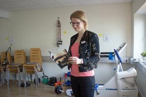 Hälsovägledaren, Marie Gustafsson, är en av fem anställda på Hälsocenter, Pilgatan i Västerås, som hjälper de som är över 16 år med sömnsvårigheter, stress, övervikt och rökning. Det behövs ingen remiss för att söka till Hälsocenter.