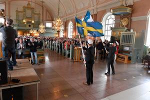 Det svängde rejält vid avslutningen i Älvdalens kyrka för avgångseleverna på älvdalens utbildningscentrum.