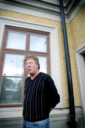 Kjell Andersson drev Gamla Teatern mellan 1993 till 2012. Här står han utanför hotellet 2005.