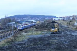 Det är här mellan järnvägen och Bangårdsgatan på söder i Östersund som det nya bostadsområdet ska uppföras.