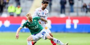 Brages Anton Lundin i kamp med Örgrytes Oliver Stanisic i matchen som göteborgarna vann med 3–2. Foto: Carl Sandin/Bildbyrån