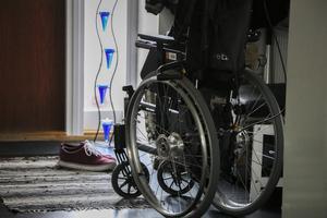 Susanne Lind använder rullstolen så fort hon ska någonstans. Hon klarar inte av att gå längre än korta sträckor i hemmet.