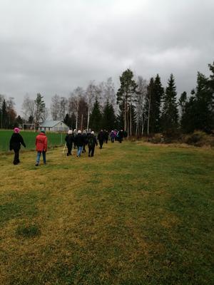 PRO Kilafors fortsätter med promenader, med avstånd. Foto: Birgitta Boström