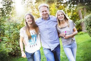 Jonas Lundblad har stor del i Kungsbergets förvandling från skidanläggning till skidort. Här är han hemma i Gävle med döttrarna Frida och Isa.