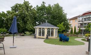 I lusthuset på Nygården sker aktiviteter på sommaren. Nyligen hade de ett mindre SPA här och parasoll används hela tiden. Parasoll och skuggplatser används även på äldreboendena i Kungsör och Arboga.